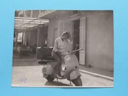 Lady @ VESPA (?) Waar ?? ** Te Identificeren / Identify : Anno 1959 ( Voir Detail Photo  ) ! - Photos