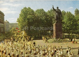 By Monument To Lenin - Folk Costumes - Riga - Latvia USSR - Unused - Lettonie