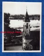 Photo Ancienne Snapshot - à Situer - Eglise Au Bord D'un Fleuve - Loire ? Seine ? - Lieux