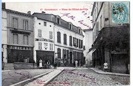 Barbezieux-Saint-Hilaire (Charente)   Place De L'Hôtel-de-Ville - France