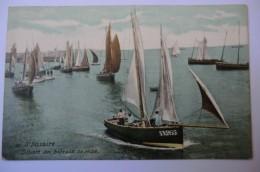 CPA 44 LOIRE ATLANTIQUE SAINT NAZAIRE. Départ Des Bateaux De Pêche. - Saint Nazaire