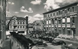 MONTAUBAN - Place Des Martyrs Et La Poste - Montauban