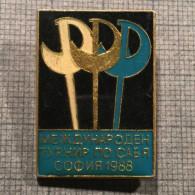 INTERNATIONAL TOURNAMENT IN SOFIA BULGARIA FENCING SWORD 1988 PIN BADGE - Fencing