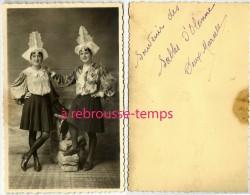 Photo-2 Jeunes Sablaises En Costume-folklore Sables D'Olonne - Anonymous Persons