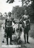 REAL PHOTO POSTCARD GUINE BISSAU Femme Noir  Seins Nue Nu - YOUNG GIRLS Black Nude Breasts Woman AFRICA AFRIQUE - Guinea-Bissau