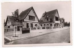 MERVILLE FRANCEVILLE-Plage -la Mairie Et Les écoles Cpsm 14 X 9 N°35 éd Artaud--cachet MERVILLE-14 - France