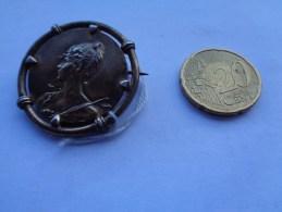 Réf: 98-16-225.   Aucune Connaissance Sur Cette Médaille Certie Et Monogrammée !!! ). - Autres Collections