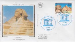 Enveloppe  FDC  1er  Jour    Les  PYRAMIDES  D' EGYPTE   UNESCO  2001 - Egyptologie