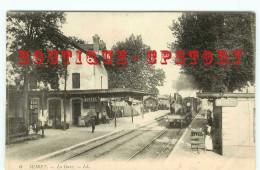 ACHAT DIRECT < ARRIVEE Du TRAIN En GARE De MORET - CHEMIN De FER - BAHN BAHNHOF - Gares - Avec Trains