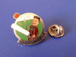 Pin´s Lyon Cricket Club - Théatre De Guignol - Sport (PK51) - Cricket