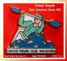 SUPER PIN'S CANOE-KAYAK : Club Senonais Ville De Sens (Yonne) émail Grand Feu Base Or 2,5X2,2 Cm - Canoeing, Kayak