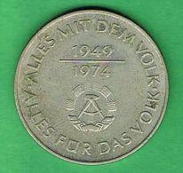 A944 Alemania Oriental 10 Marcos 1974 - 25 Anos Da RDA - Non Classificati