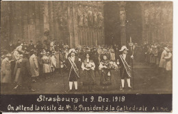 5743. CPA PHOTO 67 STRASBOURG. ON ATTEND LA VISITE DE Mr LE PRESIDENT A LA CATHEDRALE - Strasbourg