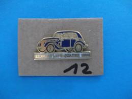 "PIN´S - RENAULT ""  JUVAQUATRE     1939  - Voir Photo ( 12 ) - Renault"