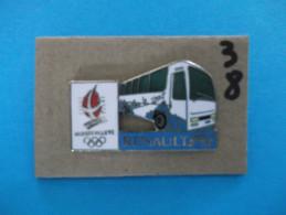 """PIN´S - RENAULT """"  RENAULT R I - Autocar   """" -   Pub Sponsor  J O  Albertville 92 - Voir Photo ( 38 ) - Renault"""
