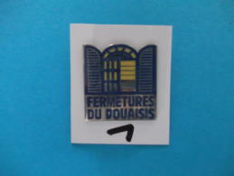 """PIN´S -  DOUAI    """" Fermetures Du Douaisis   """"  - Voir Photo ( 1 ) - Steden"""