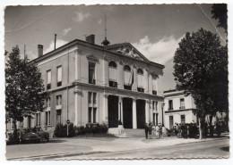 COURBEVOIE--L'Hôtel  De Ville (animée,voitures) -cpsm 15 X 10  N° 793  éd Abeille Cartes - Courbevoie