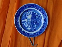 Belle Assiette Asiatique-bleue- Ave Attache-tres Beau Tampon - Unsigned