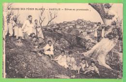ALGERIE / KABYLIE / ELEVES EN PROMENADE / MISSIONS DES PERES BLANCS.... Carte Vierge - Otros