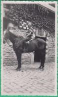 Homme - Photo Originale - Un Homme Sur Un Cheval (hipisme) - Format 11.2 X 6.8 Cm - Personnes Anonymes
