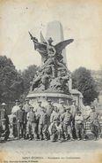 Saint-Etienne - Monument Des Combattants - Belle Animation: Photo De Groupe - Edition Nouvelles Galeries - Saint Etienne