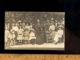 Mode 1900 1910 : Groupe Hommes Femmes Enfants Tous En Chapeaux Chapeau / Men Women Children With Hat 1900 Fashion - Mode