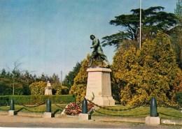 14 - LE MOLAY LITTRY - Le Monument Aux Morts Et Le Jardin Public ... - Other Municipalities