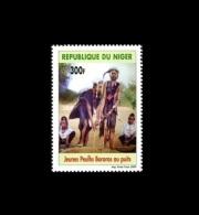 NIGER 2009 YT 1677 Jeunes Peulhs Bororos Au Puits  MNH RARE - Niger (1960-...)