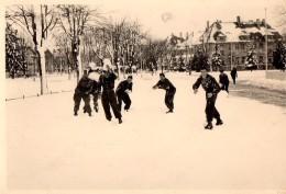 Photo Originale Militaire - Bande De Militaires En Pleine Bataille De Boules De Neige - Guerre, Militaire