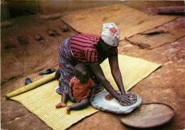 CPSM Rwanda-Mouture Du Grain      L2176 - Rwanda