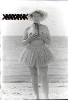 Négatif 35 Mm Monté En Diapositive Originale Naturisme - Pin-Up Nue Et Chapeau De Paille - Nu & Nus - 1960 Nudisme - Photographie