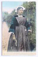 MOEURS ET TYPES BRETONS, Costume De Paysanne D'Auray, France - Bretagne