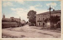 42 APINAC L'entrée Du Bourg Et La Route D'Usson - Other Municipalities
