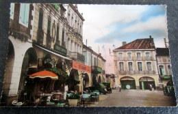 CPSM - FLEURANCE (32) - Place De La Mairie - Visibles : Café - Vignes - Pompe à Essence - Fleurance