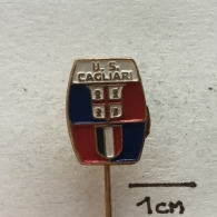 Badge (Pin) ZN002286 - Football (Soccer / Calcio) Italy Cagliari - Calcio