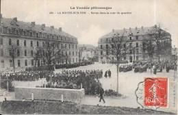 LA ROCHE SUR YON - 85 - Revue Dans La Cour Du Quartier - DPE - - La Roche Sur Yon