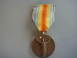 Médaille    Rf 1914 1918 Pour La Civilisation - Militari