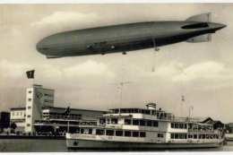 FOTO Zeppelin Dampfschiff Hafengebäude, Fotoabzug, Format 13,2 X 8,8 Cm - Fliegerei
