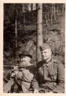 Photo Originale Guerre 39-45 - Soldat Et Vieillard Médecin - Identifies Au Dos - Goedecke Dehmet - Guerre, Militaire