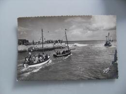 Courseulles Sur Mer Barque Avant Port - Courseulles-sur-Mer