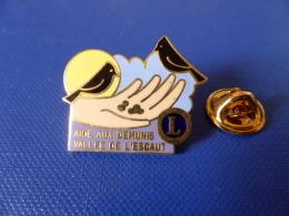 Pin's Lions Club - Aide Aux Démunis - Vallée De L'Escaut - Oiseau Main (YB45) - Associations