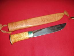 BEAU  COUTEAU SCANDINAVE .FINLANDAIS .(a Confirmer)avec Fourreau Cuir Decore. - Knives/Swords
