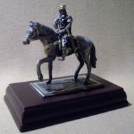 FIGURINE D´ ART En ETAIN   CHARLEMAGNE - Figurines
