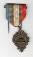 Médaille UNC - Union Nationale Des Combattants - Militaria