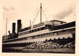 Photo Originale Navire - Cheminée Et Pont De Paquebot - Canots à Identifier - Bateaux