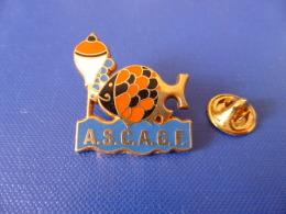 Pin´s Chasse Et Pèche - ASCAGF - ASC Assurances AGF - Association Sportive - Hameçon - Zamac (YG18) - Pin's