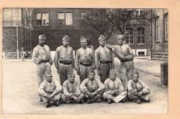 Carte Photo Ancienne Camp De Trèves  1929 Une Section En Tenue De Travail - Guerre, Militaire