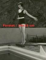 Photographie De Louise Brooks En Maillot De Bain Au Bout D´un Plongeoir - Reproductions