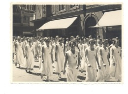 EUPEN - Photo ( +/- 8 X 11 Cm) Cortège, Défilé De Jeunes Filles, Femmes - Années 193...? (b59) - Places