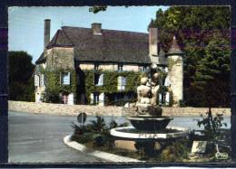 VIRE . Le Vieux Chateau Et Le Monument Du Jumelage Viré - Montmartre  . Voir Recto Verso    (T939) - Autres Communes